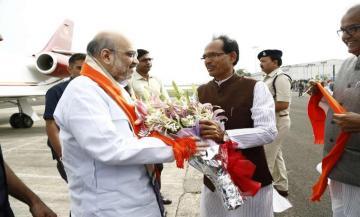 मुख्यमंत्री श्री चौहान द्वारा श्री अमित शाह का मध्य प्रदेश आगमन पर आत्मीय स्वागत