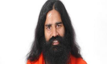 बाबा रामदेव ने साधुओं के साथ किया नरेंद्र मोदी का समर्थन कहा नोटबंदी का विरोध सही नहीं